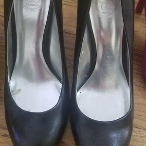 Jessica Simpson black leather heels/pumps